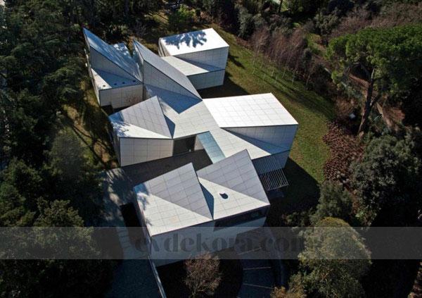 orjinal-ve-kendine-has-bir-villa-dizayni-12